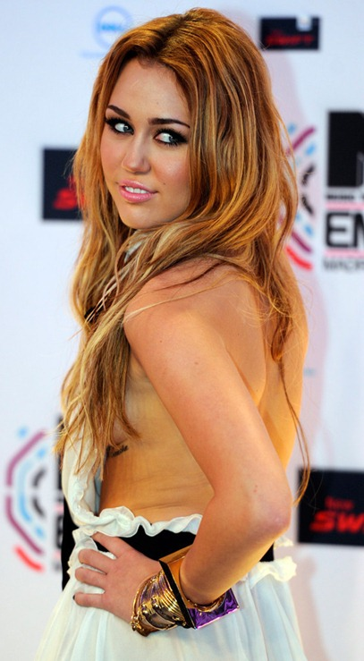 MILEY-CYRUS-CHEST-TATTOO